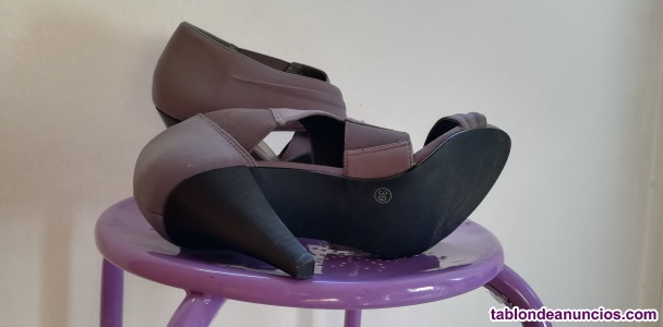 Sandalias de tacón gris