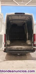 Vendo Iveco Daily 35S 15 con enganche trasero y cámara aparcamiento