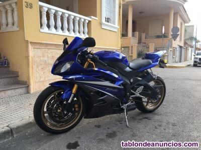 Vendo moto r6r con  10000 km