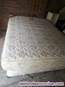 1 base doble 2 base queen size con colchón.
