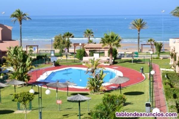Chiclana (Cádiz) Alquilo apartamento en primera linea playa Barrosa