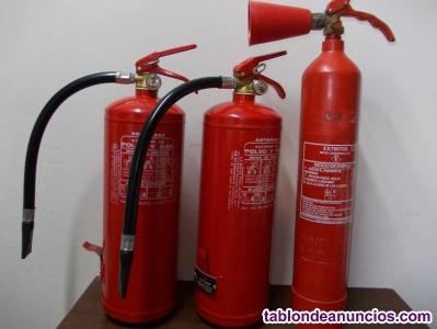 Tres extintores