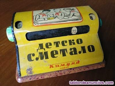 Antigua calculadora bulgara juguete infantil de hojalata de los años 50 tablas d