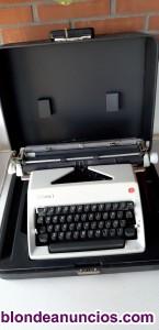 Vendo màquina de escribir nueva, de carro grande,.