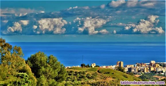 Villa Vesta con vistas al mar, piscina, parking y jardín privados