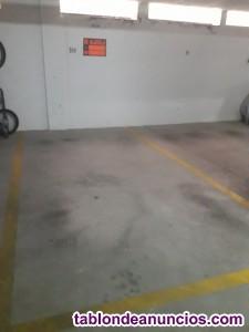 Alquilo plaza de garaje a buen precio buena zona .