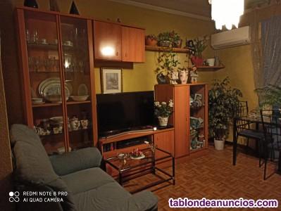 Se vende salón por 300€ teléfono 616365809
