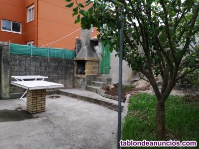Alquilo casa con jardín