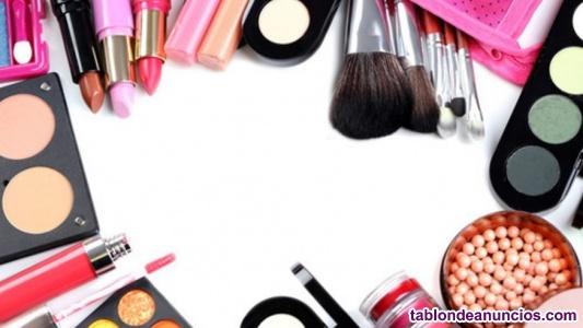 Clases de automaquillaje por maquilladora profesional