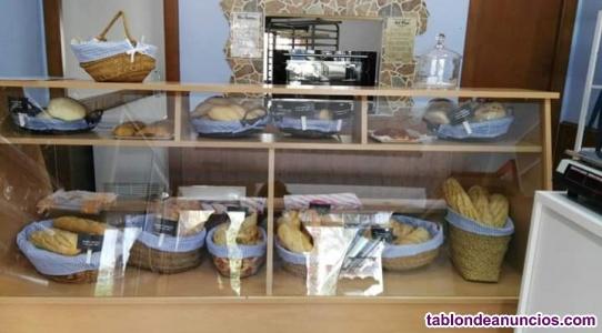 Se traspasa panaderia y alimentacion en roquetas