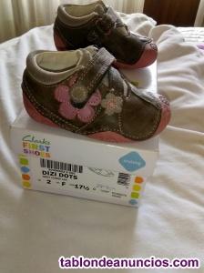 Se venden zapatitos de bebé