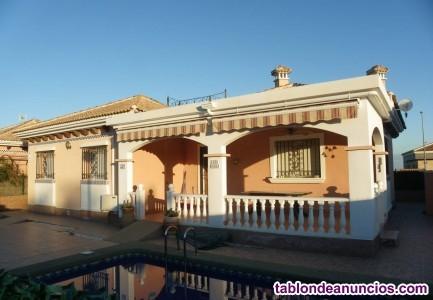 Hermosa villa independiente con piscina privada en