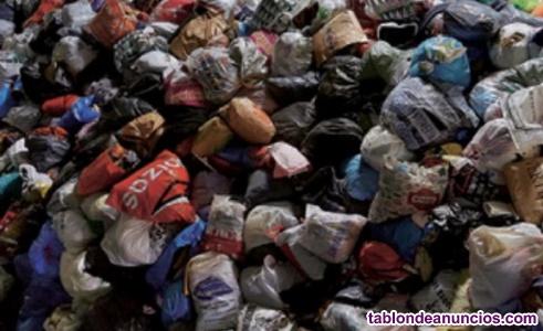 Se vende ropa usada donada de particulares sin clasificar 0,15 € kilo
