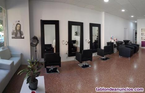 Se alquila SIN TRASPASO peluquería en funcionamiento