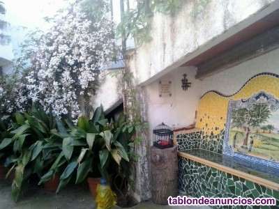 Oportunidad se vende casa de tres plantas con jardín