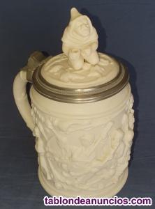 Jarra de coleccion alemana tallada en cerámica
