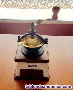 Molinillo de café  en metal,madera y cerámica