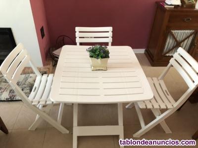 Mesa Mesita con tres sillas