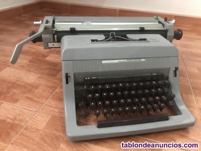Máquina de escribir olivetti línea 88