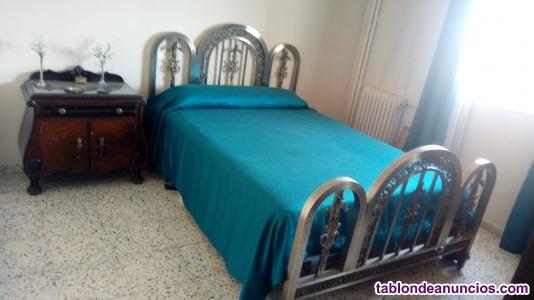 Vendo bonita cama de matrimonio antigua de niquel