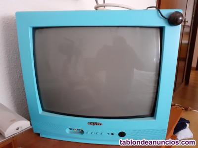 2 televisores pequeños.