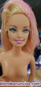 Se venden muñecas Barbie sin vestidos