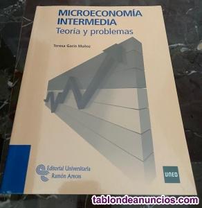 Microeconomia intermedia. Teoria y problemas