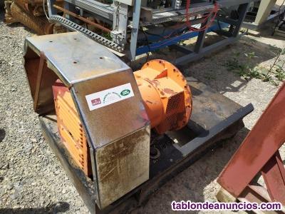 Alternador de unas 16 kVA con regulador