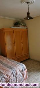Habitación con cama de 135 colchón con menos de 1 año buena calidad. Cerca de to