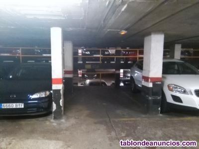 Excelente plaza de parking para coche en alquiler en Plaza de Frederic Soler