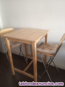 Oferta Mesa alta madera con sus 2 taburetes altos