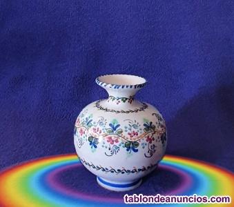 Jarrón esférico pintado a mano de porcelana