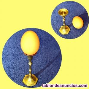 Servidor de huevo torneado en bronce