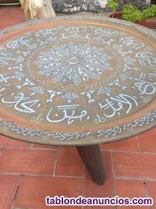 Mesa bandeja de cobre grabado