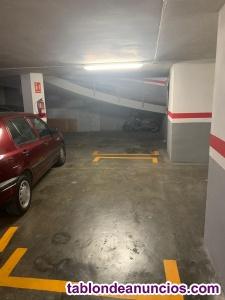 Se alquilan plazas de parking para motos y coche mediano