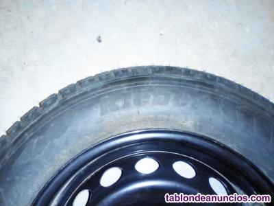 Neumático y llanta de acero 195/65 R15 nuevos