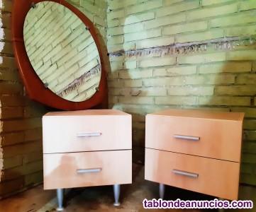 Mesas de noche, hermoso espejo, cama, colchón y más...