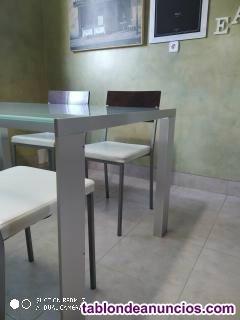 Mesa de diseño stua, con patas de acero y cristal templado o al acido