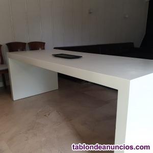 Preciosa mesa de comedor se vende en perfecto estado