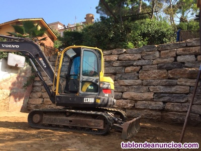 Maquinista excavadora muros de rocalla