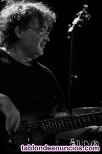 Clases de Bajo E.,Armonia,Informatica musical, iniciación a la guitarra
