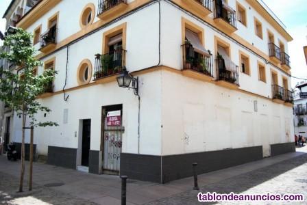 Local con gran fachada en Plaza Las Cañas, junto a La Corredera