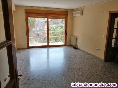 Bonito piso con muchísima luz en zona conde de vallellano.