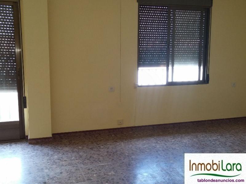 Piso en alquiler de tres dormitorios en Tarazona d