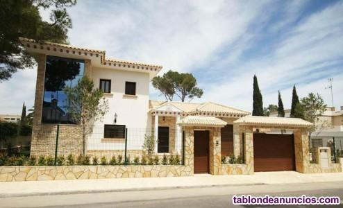 Villa, Independiente, 214 m2, 600 Metros de parcel