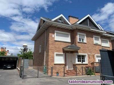 Chalet, 220 m2, 4 dormitorios, 3 baños, 1 garajes,