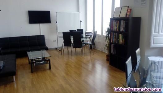 Se vende una academia de inglés y francés en el centro de Granada.