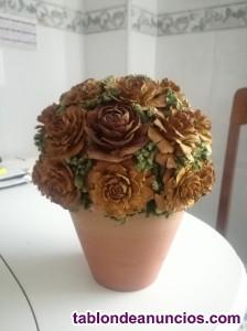 Maceta con flores de cerámica