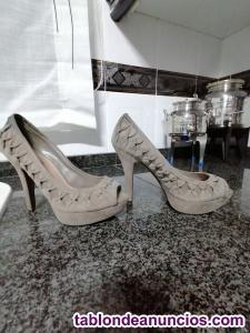 Vendo zapatos tacón  en piel gris-beig nº 37
