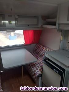 Se vende caravana pequeña para cuatro personas